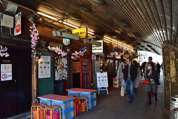 Photos: ガード下の昭和桜