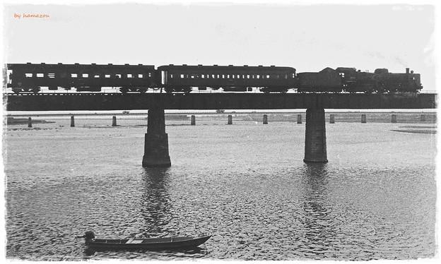 写真: 夕暮れ哀愁列車