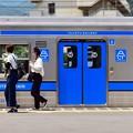 写真: Blue door