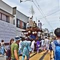 写真: 祭りの電車道