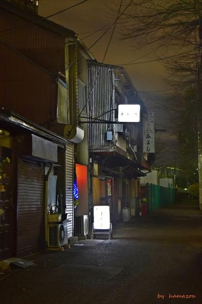 路地裏の灯り
