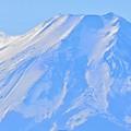 冠雪の山肌