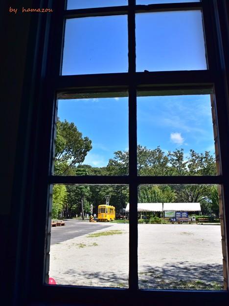 Photos: 交番の窓