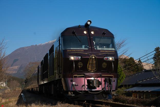 DF200-7000+77系客車 「ななつ星 in 九州」@由布院-野矢