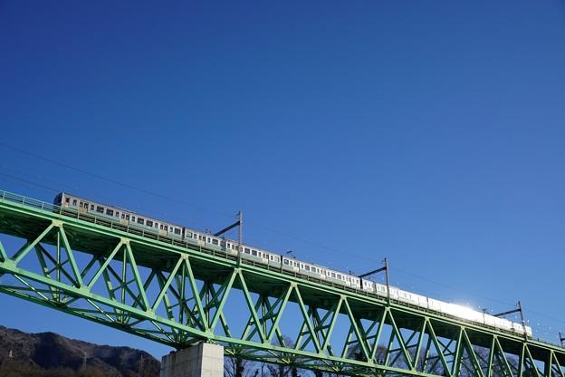 Photos: 朝日を浴びて輝く211系@新桂川橋梁