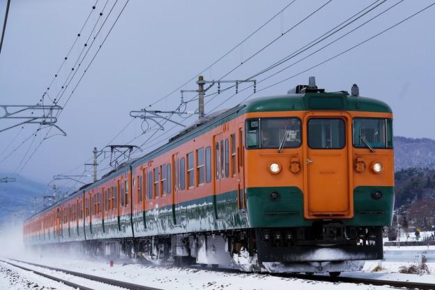 雪塵巻き上げて! 上越線 738M  115系湘南色@後閑-沼田