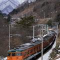 Photos: 冬の諏訪峡を行く115系湘南色2