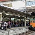 写真: 定期運行を終えた高崎115系を見送る人々@高崎駅