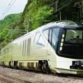 写真: 運行開始1周年を迎えた四季島@後閑S字