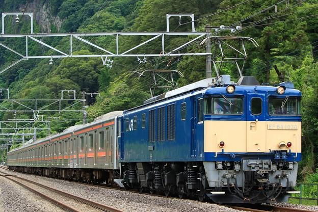 Photos: 配9737レ EF64-1030+205系M51編成 ジャカルタ配給@岩本