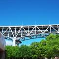 写真: 瀬戸大橋を往く普通電車