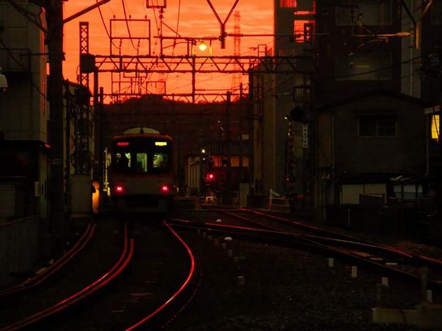 写真: 飾磨駅の朝焼け