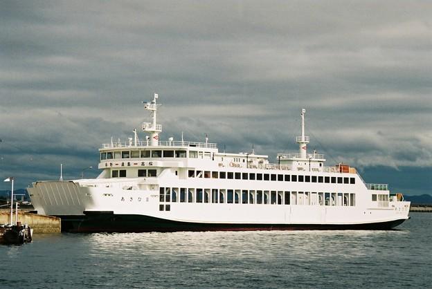高松港に係船中の「あさひII」