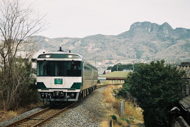 リバイバル国鉄色の「うずしお8号」