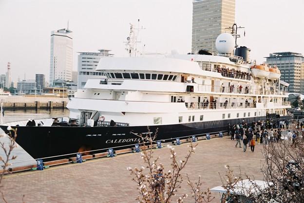Photos: 「CALEDONIAN SKY」出港シーン