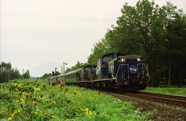 山線を行く「夢空間」連結の臨時列車