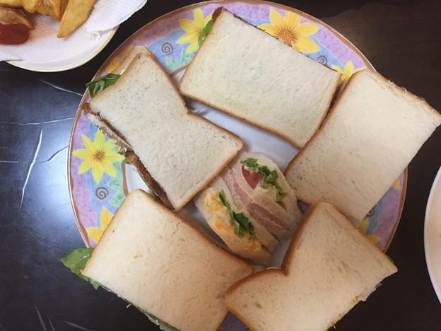 おふくろが作ったサンドイッチ