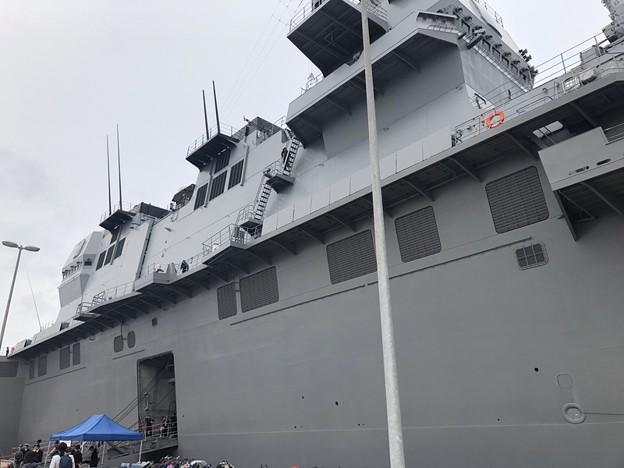 呉海自カレーフェスタ2018のヘリコプター搭載護衛艦のいずも型護衛艦のかが
