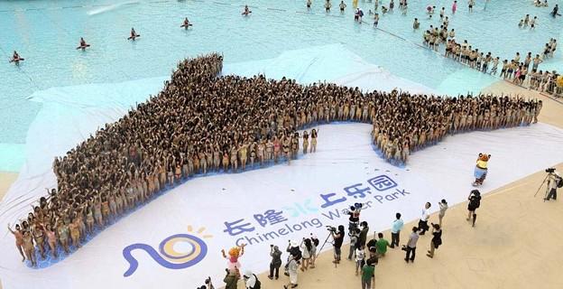 """广州数千比基尼美女?出""""海豚""""造型4"""