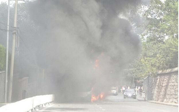 炎上するバス 北京での出来事 (7)