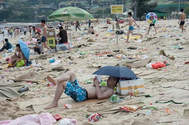 ゴミ捨て場か?な深圳の海水浴場(笑) (1)