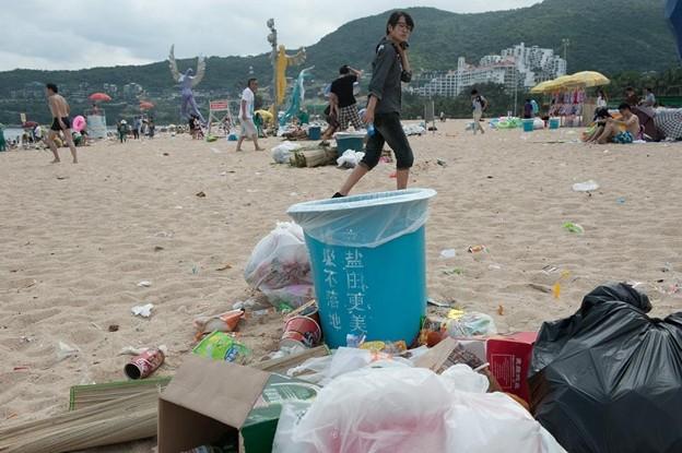 ゴミ捨て場か?な深圳の海水浴場(笑) (5)