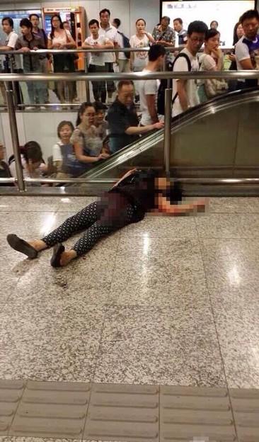南京地下鉄 母親暴行息子 (1)