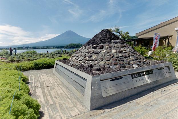 富士五湖巡り【河口湖自然生活館:富士山モニュメント】