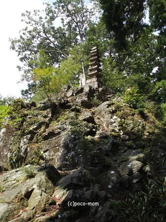 室生寺奥の院 七重石塔 諸仏出現の岩  P9210126