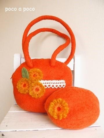 フェルトのオレンジバッグとポーチ b1