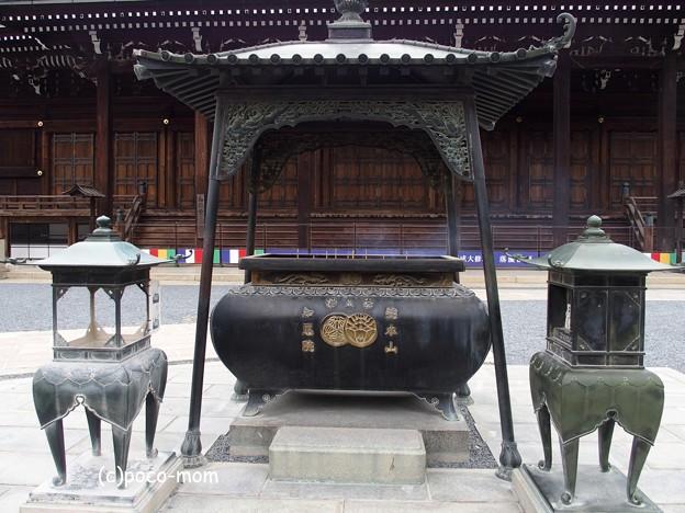 知恩院 香炉 宗紋 月影杏葉(つきかげぎょよう) P4140127