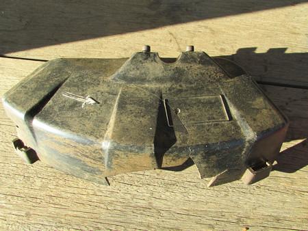 草刈機の飛散防護カバー交換 の巻