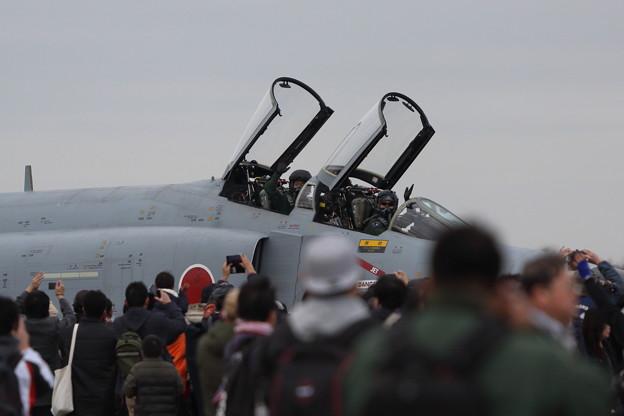 手を振るパイロット F-4EJ改