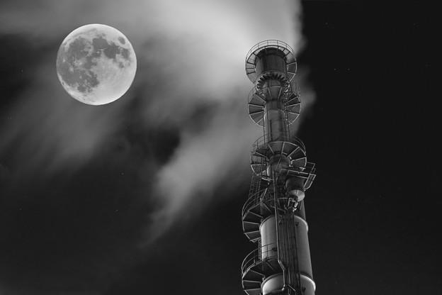 写真: 月を撃つ op.2