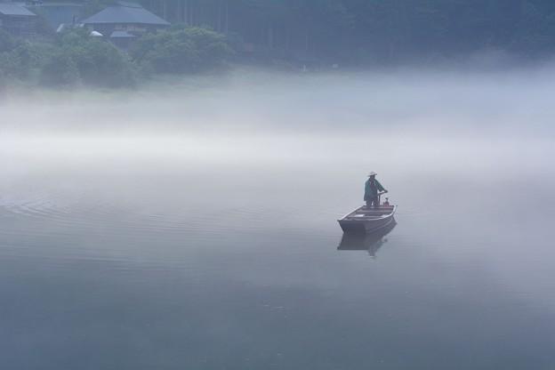 白南風の朝に漕ぎ出す霧幻峡