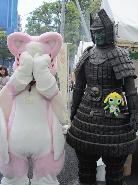 大魔神のまねをする柴崎さきちゃん2