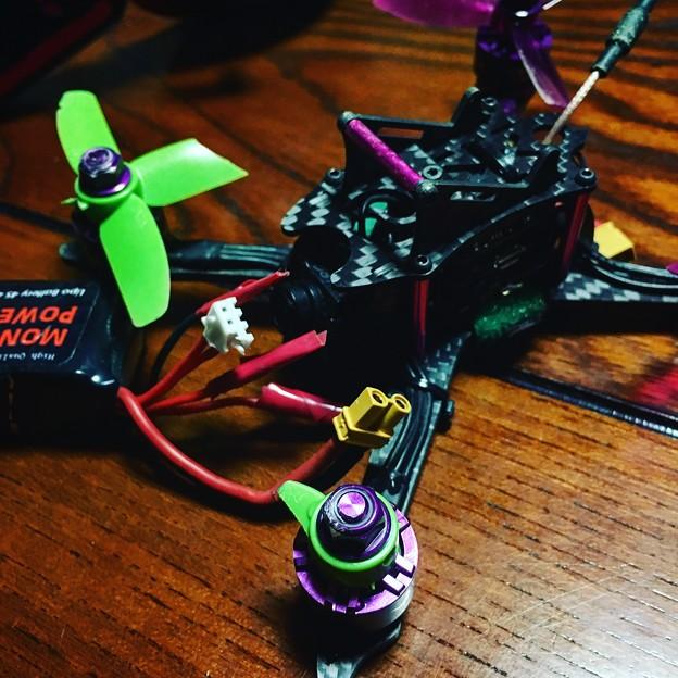 写真: 墜落につぐ墜落、FPV U200gのトイドローン!