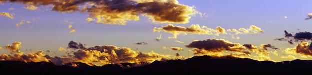 山と雲と夕焼けと。