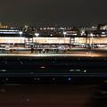 写真: 着陸 光のライン