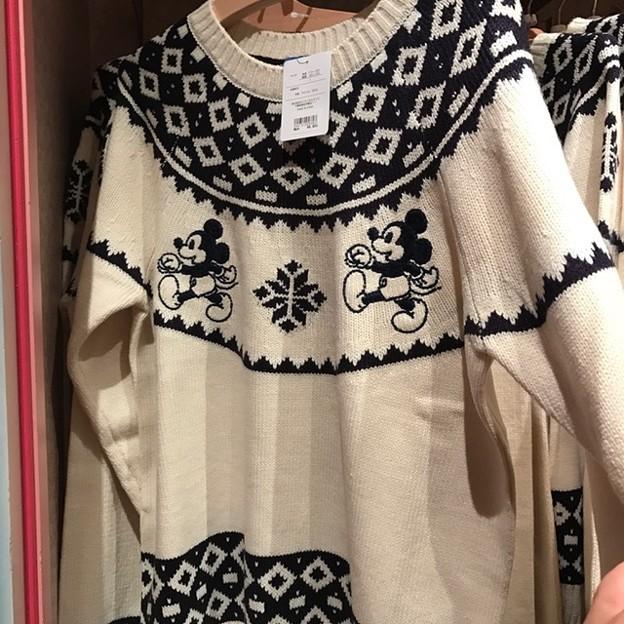 今年もこのセーター出てた。やはり可愛いな。好きです。