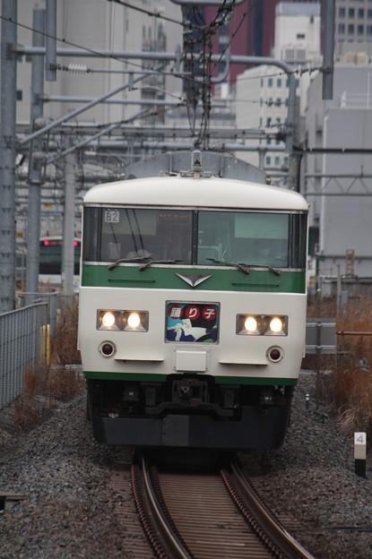 品川駅12番線に到着する185系B2編成踊り子 (1)