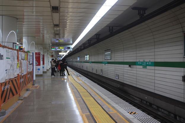 神戸市営地下鉄西神・山手線 三宮駅2番線ホーム