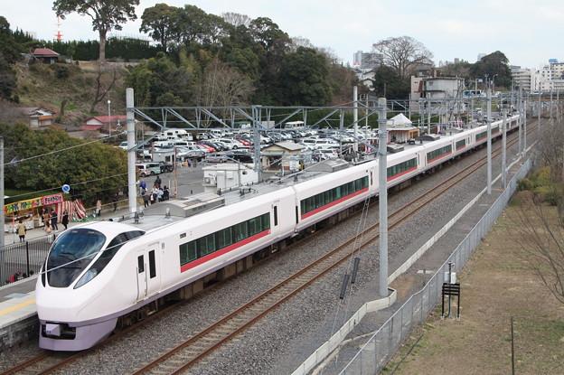 偕楽園駅に停車するE657系ひたち号