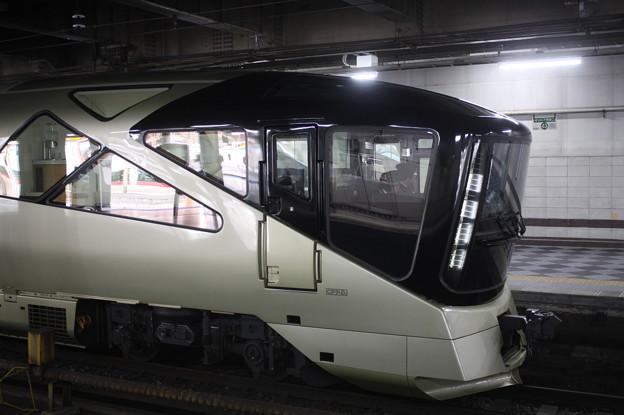 上野駅13番線に停車中のE001系四季島 (2)