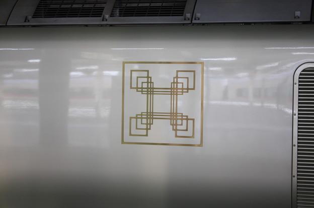 E001系四季島 ロゴ