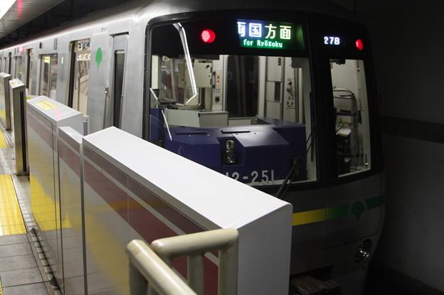 都営地下鉄大江戸線 12-000形12-251F 飯田橋方面 行