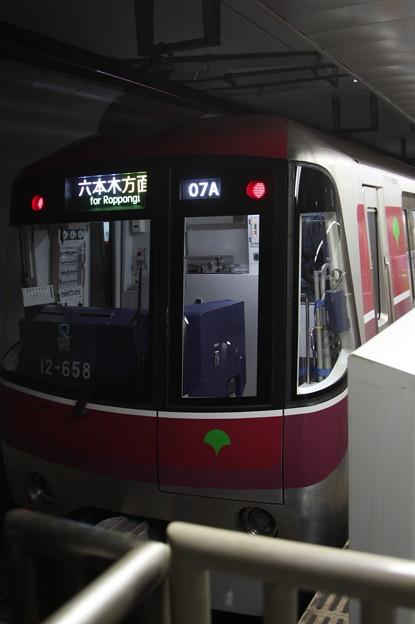 都営地下鉄大江戸線 12-600形12-651F 六本木方面 行 (1)