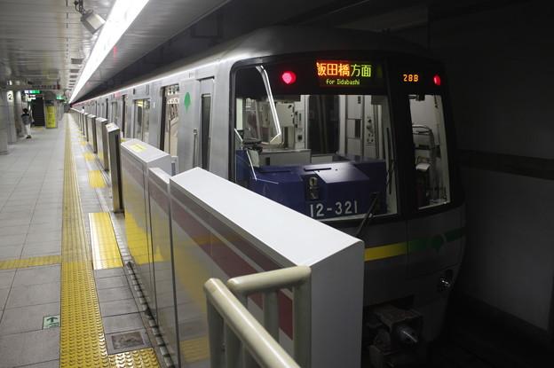 都営大江戸線 12-000形12-321F 飯田橋方面 行