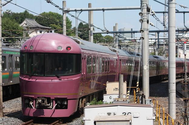 日暮里駅4番線を通過する485系TG01編成「宴」