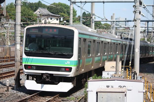 日暮里駅4番線を発車する常磐快速線E231系マト103編成
